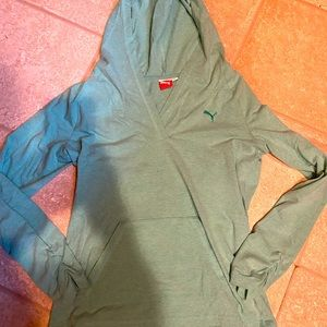 Puma women's medium hooded lightweight shirt!